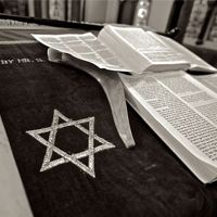 If you are interested in learning Hebrew there are now many ways in which you can access courses and classes. With technology developing at such a fast pace, online courses are not only vastly available but also the preferred choice f