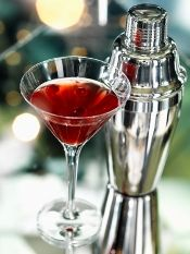 Cherry Martini - grand mariner, vodka, tart cherry juice (and other cherry drinks with anti-hangover properties) - OORR maybe replace with Cherry Balsamic! Cherry Martini Recipe, Cherry Vodka Drinks, Cherry Drink, Tart Cherry Juice, Hard Drinks, Fun Drinks, Yummy Drinks, Alcoholic Beverages, Mixed Drinks