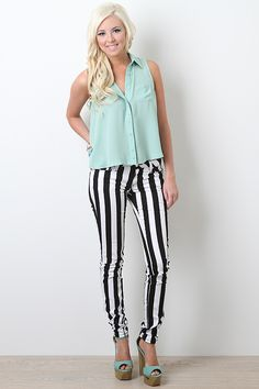 These pants are adorable! And the top Real Style, My Style, Club Outfits, Fashion Lookbook, Pants Outfit, Striped Pants, Passion For Fashion, Beatle Juice, Club Clothes