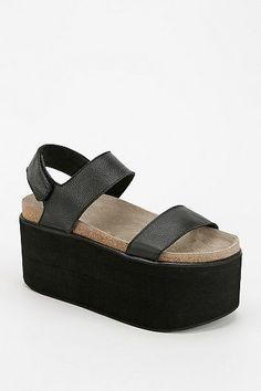 Yes Pound Flatform Sandal