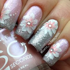 Inspiration on Cute flower mani by Jill Hilhurst. Check out more Nails on Bellashoot. Fabulous Nails, Gorgeous Nails, Pretty Nails, Spring Nail Art, Spring Nails, Nailart, Beautiful Nail Designs, Flower Nails, Creative Nails