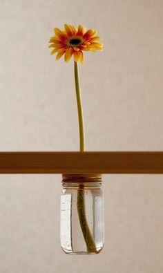 ► ► Mil ideas para la casa y el jardin ♥: Flor por debajo de la mesa