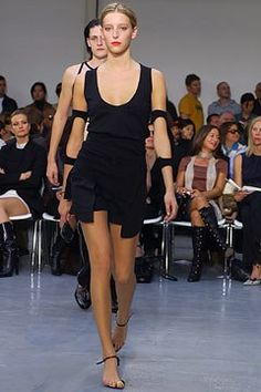 Helmut Lang Spring 2003 Ready-to-Wear Fashion Show - Carmen Maria Hillestad…