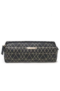 Carry your long makeup brushes in style with the black and gold cosmetic bag by Stella & Dot. Easily cleanable, this makeup bag is a must-have!