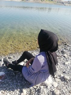 Hijabi Girl, Girl Hijab, Aesthetic Photography Nature, Creative Photography, Cool Girl Pictures, Girl Photos, Black Flowers Wallpaper, Makeup Korean Style, Muslim Pictures