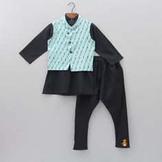 Ethnic Wear For Boys, Kids Indian Wear, Indian Ethnic Wear, Kids Kurta, Black Image, Colourful Outfits, Churidar, Baby Boy Outfits, 6 Years