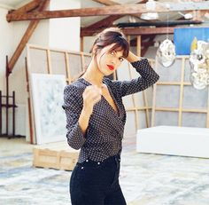 The Secret to This French Girl's Style Is Her Simple Outfit Formula If you're interested in paring down your wardrobe, take a cue from French It girl Jeanne Damas, whose signature outfit formula is all you really need. Jeanne Damas, Style Outfits, Classic Outfits, Fashion Outfits, Dress Fashion, French Girl Style, French Girls, Fashion Mode, Girl Fashion
