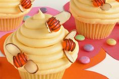 beehive cupcakes to go with the bee hive cake!