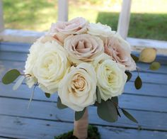 Shades of champagne and ivory roses for these bridesmaids!  #thefloralcottageflorist #quicksandroses #bridesmaidsbouquets #louisianaweddings #louisianabride #batonrougewedding #batonrougebride #nolawedding #nolabride #neworleansweddings #neworleansbride #ascensionweddings