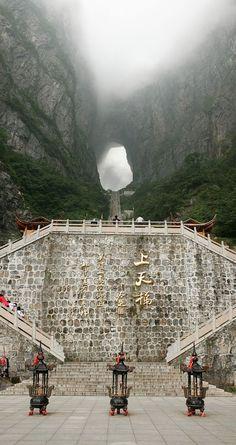 Heaven's Gate in Tian Men Shan, Zhangjiajie, China /// #travel #wanderlust
