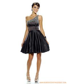 Robe de soirée courte avec bretelle unique décorée de perles robe de soirée noire