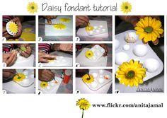 Fondant daisy tutorial