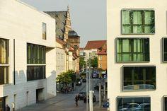 Die Brückenstraße mit Blick auf das Rathaus - Museum Georg Schäfer (links) - http://www.schweinfurt360.de/  #Street #Schweinfurt #Museum
