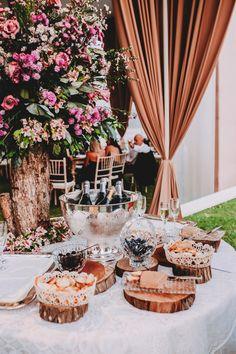 Conoce las novedades culinarias del catering bridal. #Matrimoniocompe #Organizaciondebodas #Matrimonio #Novia  #TipsNupciales #CaminoAlAltar #MatriPeru #BodaPeru #DecoracionDeMatrimonio #MenuDeBoda  #CateringBoda #CateringMatrimonio #ComidaBoda #PlatosParaBoda Table Decorations, Bridal, Home Decor, European Wedding, Wedding Catering, Industrial Wedding, Homemade Home Decor, Decoration Home, Bridal Gown