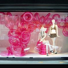 Bright pink swim tubes for a single color display for black & white merchandise. Stay display inspired with Retail Details! Window Display Design, Store Window Displays, Summer Window Displays, Retail Displays, Visual Merchandising Displays, Visual Display, Decoration Vitrine, Retail Windows, Store Windows