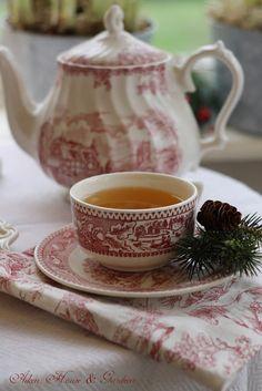 Aiken House & Gardens: A Sunroom Christmas Tea ...love the pinks...