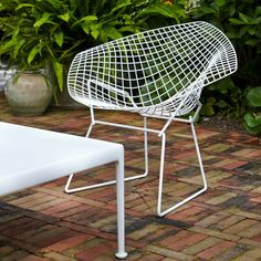 The innovative Outdoor Diamond Chair from Harry Bertoia features an airy bent grid frame formed of steel rods. The innovative Outdoor Diamond Chair from Harry Bertoia features an airy bent grid frame formed of steel rods. Harry Bertoia, Modern Outdoor Furniture, Garden Furniture, Mcm Furniture, Street Furniture, Outdoor Armchair, Outdoor Chairs, Seat Pads, Gardens