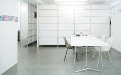 mfsystem ist ein modaleres Regelsystem welches selber auf dem Internet zusammengestellt werden kann Dining Table, Interior, Furniture, Home Decor, Store Shelving, Design Interiors, Decoration Home, Room Decor, Dinner Table