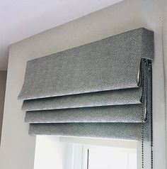 Amy Joanne Interiors – Bespoke Blinds in Marlow & Henley Source by Curtains Cordless Roman Shades, Diy Roman Shades, Bathroom Window Coverings, Bathroom Windows, Bathroom Blinds, Custom Blinds, Custom Drapes, Rollo Design, Blackout Roman Blinds
