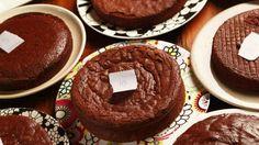 Fudgy flourless chocolate cake