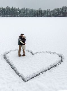 Valentine photo inspiration ♥️ Valentines photoshoot ideas | couple in snow heart