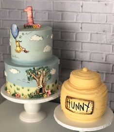 Well if this isn't the most adorable Pooh cake and smash cake, we don't know what is! We adore the Cassic Pooh design, so perfect for a… Baby Shower Cakes, Baby Shower Themes, Baby Boy Shower, Baby Shower Decorations, Baby Showers, Shower Ideas, Winnie The Pooh Themes, Winnie The Pooh Cake, Winnie The Pooh Birthday