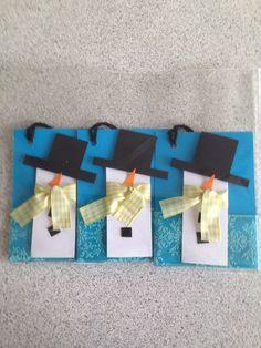 Til og fra kort til julegaverne Christmas Tag, Gift Tags, Gift Wrapping, Logos, Cards, Gifts, Paper Wrapping, Presents, Christmas Ornament