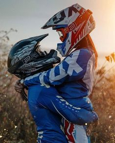 MTB Dating is the dating site for singles with a passion for mountain biking. Shred the mountain bike trails together; Dirt Bike Girl, Dirt Bike Couple, Motorcycle Couple Pictures, Biker Couple, Couple Motocross, Motocross Girls, Girl Dirtbike, Motorbike Girl, Couple Motard