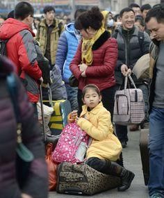 春節の帰省ラッシュがピークを迎え、混み合う北京駅=24日(共同) ▼24Jan2014産経新聞|36億人が大移動  春節、中国で帰省ピークに http://photo.sankei.jp.msn.com/kodawari/data/2014/01/24china/ #chunjie #chinese_new_year #lunar_new_year #china #beijing