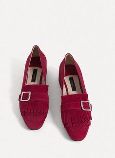 + Uterqüe Russia Product Page - Обувь - Туфли на среднем каблуке - Туфли-лодочки из замши с бахромой - 6990