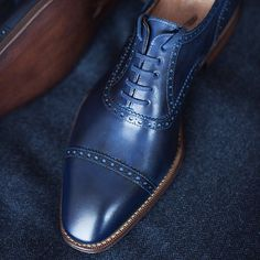 Yanko oxford with a special blue patina and captoe brogue.