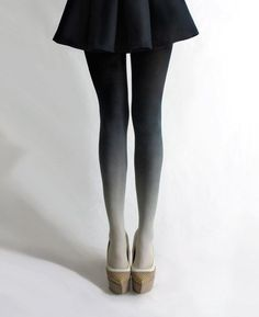 I want to try these ombre tights. I wonder if they look good on short people.