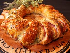 Cocinando con Lola García: Rosca de hojaldre con jamón y queso