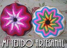 DELICADOS ALMOHADONES DE VIVOS COLORES. Infinidad de creaciones tejidas al crochet, para damas, bebés, niños, adolescentes y hombres. Realizo diseños personalizados por encargo.