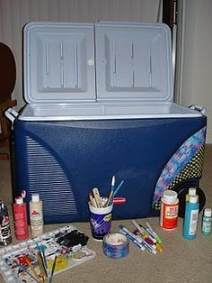 Cooler painting how-to… Why didn't they have this site when I painted all … Comment peindre des refroidisseurs … Pourquoi n'avaient-ils pas ce site quand j'ai peint tous ces refroidisseurs pour KE? Cute Crafts, Crafts To Do, Arts And Crafts, Diy Crafts, Fraternity Coolers, Frat Coolers, Fraternity Formal, Kappa Delta, Phi Mu