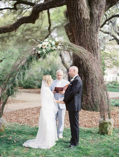 Beautiful Savannah ceremony under the trees. See more on Savannah Soiree. http://www.savannahsoiree.com/journal/classic-savannah-wedding