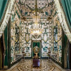 """European Royal Palaces on Instagram: """"🏛️ The Porcelain Room in the Royal Palace of Madrid (@realessitios) is one of the many splendors to discover 👑 #europeforculture…"""" Palace Interior, Dream Fantasy, Old Paintings, Royal Palace, Beautiful Interiors, City Photo, Spain, Villa, Travel"""