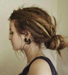 love hair girl life beautiful hippie boho wow brown how dreads dreadlocks dreadhead dreaded Dreadlocks Court, Dreadlocks Girl, Girl With Dreads, Baby Dreads, Synthetic Dreadlocks, Dread Hairstyles, My Hairstyle, Pretty Hairstyles, Fashion Hairstyles