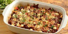 Super lækkert kartoffelfad med hakket oksekød, peberfrugt og feta. En helt forrygende ovnret, der helt sikkert bliver populær hos både store og små.