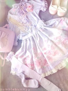tumblebunnyy:  My coord for day two of Comiccon  Blouse/SK/OTK/Purse- Angelic Pretty Jewelry- Offbrand and Angelic Pretty Shoes- Antaina Hair Accessories (not all shown)- Offbrand and handmade  Romantic Rose letter has to be my all time favourite from AP. I love how the print can be coorded in so many ways