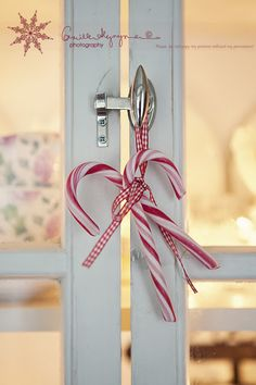idea with candy canes, simple and stylish:)