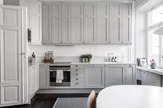 / simple kitchen / gray shaker cabinets / clean and modern with traditional reference / transitional / Kitchen Furniture, Kitchen Interior, Kitchen Dining, Kitchen Decor, Kitchen Cabinets, Shaker Cabinets, Grey Kitchens, Cool Kitchens, Kitchen Eating Areas