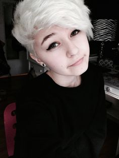 wiitch-hazell: i cant selfie so on days that i do i take a bunch and post them gradually for a few days