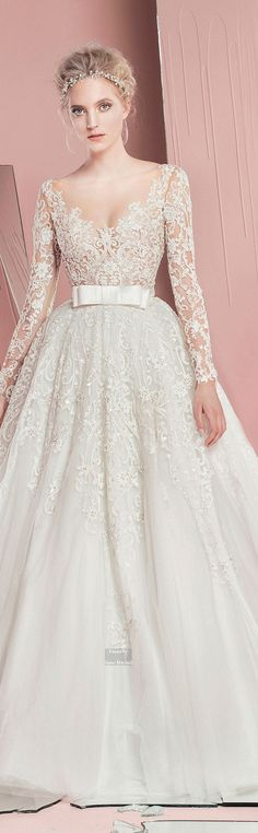 Vestido de novia https://www.pinterest.com/katiegirl24/hey-a-girl-can-dream-my-dream-wedding/wedding
