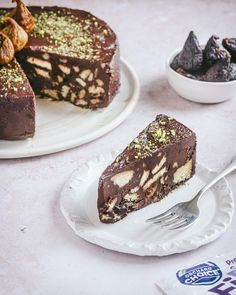 """What are you baking this weekend? If it's anything like last weekend which was hot, hot, hot—we've been all in on no baking. Try @asoulfulkitchen """"mosaic"""" mission fig chocolate cake with biscuits. It's a fig and chocolate cake not to miss. #biscuitcake #nobakecake #valleyfig"""