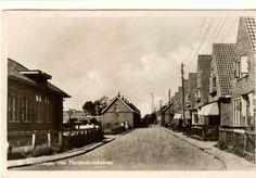 Baron van Hardenbroekstraat vroeger toen de oude arbeidershuisjes er nog stonden.