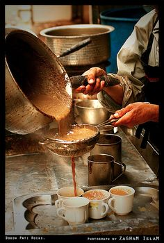 Doodh-Pati: Pakistani Milk Tea - Milk and sugar boiled with tea Karak Tea Recipe, Tea Recipes, Indian Food Recipes, Milk And Sugar, Tea Cup Image, Chai Recipe, Ginger And Cinnamon, How To Make Drinks, Tea Culture