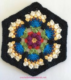 Crochet between worlds: Frida's Flowers CAL - Block 3 - Bird of Paradise