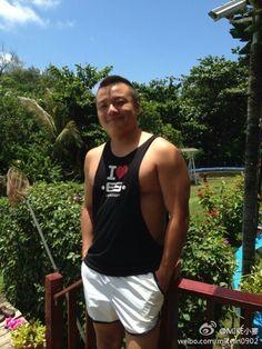 hot huge hunk big muscle daddy pec 肌肉 猛男 熊壮 筋肉 ガチムチ マッチョ ムキムキ