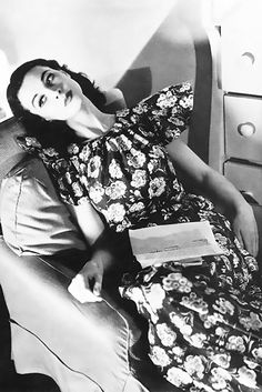 """Vivien Leigh reading, 1940. In the 1940s, Vivien became one of Vogue's """"fresh faces"""" despite having modeled for the magazine since 1935. The war posed a challenge for many British women due to rationing. Clothes, especially new fashions, were extremely hard to obtain. But Leigh, back in England with her husband Laurence Olivier, managed to make simple look fabulous."""